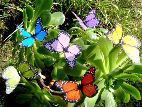 Butterflies in your yard when every you like gardening for Outdoor butterfly decor