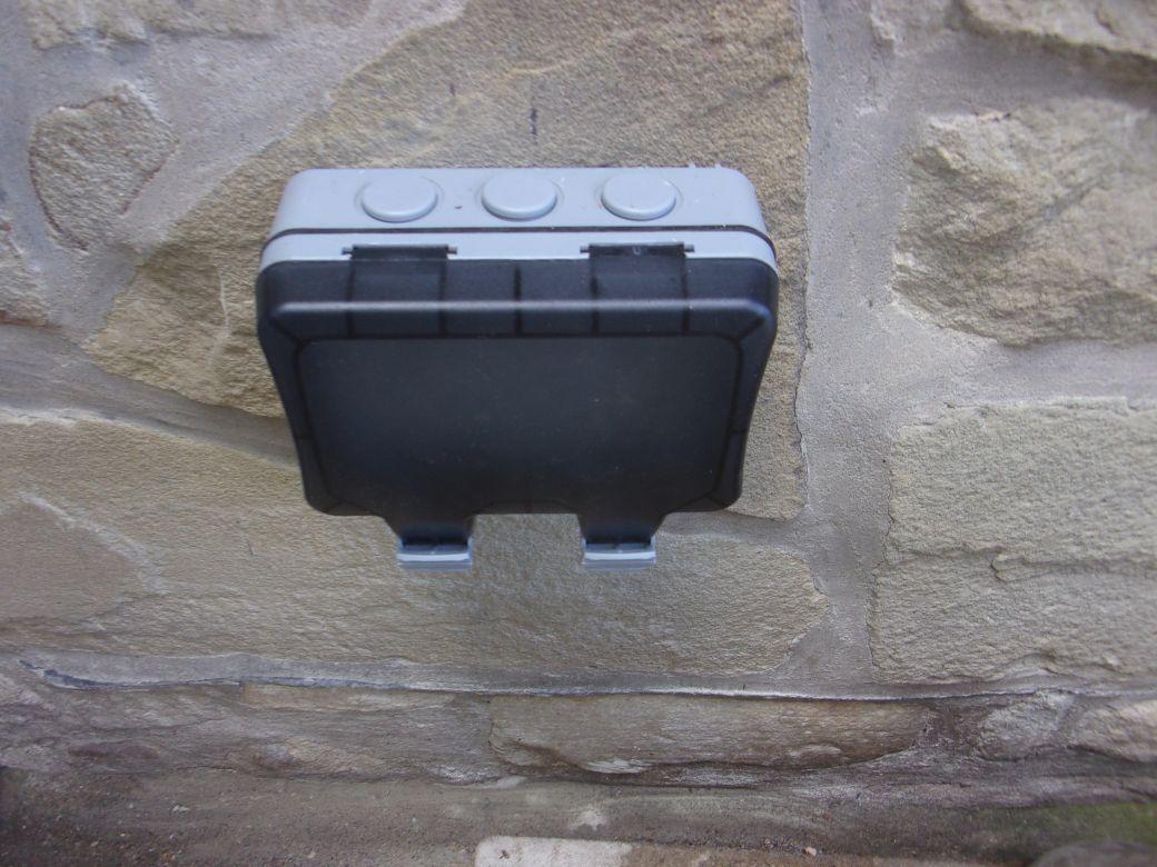 Outside sockets_001.JPG