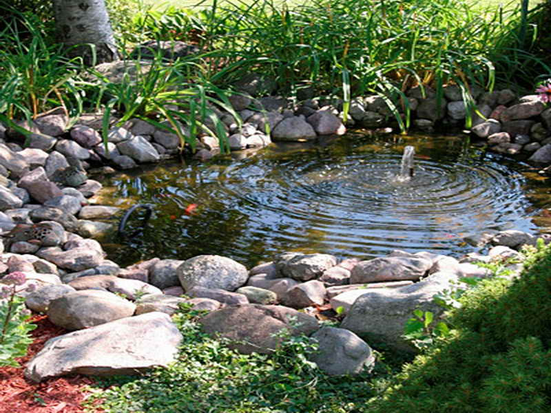 Solar-Powered-Water-Fountain-for-Small-Garden-With-Natural-Design.jpg